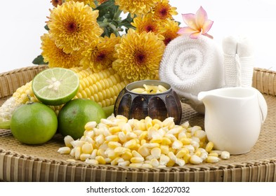 Corn (Zea mays Linn.) Mixed with boiling water and lemon. Add moisture to the skin and aging. Because vitamin C, B vitamins. 1 and antioxidant Xantjphyll.