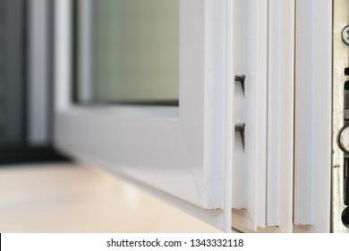Corner joint detail on aluminum casement window