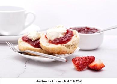Cornish Cream Tea (Marmelade auf der unteren Creme oben)