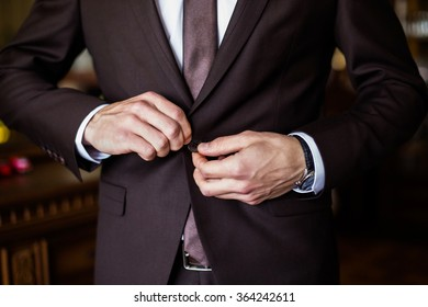 correct button on jacket, hands close-up, dressing, man's style