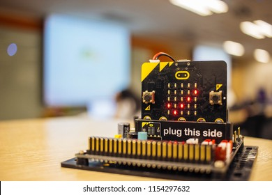Correct red mark on micro bit in training room.