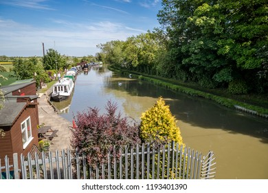 Cosgrove, Buckinghamshire, England. May, 22, 2017. The Grand Union canal at the Buckinghamshire / Northamptonshire border at Cosgrove on a sunny summer's day. Canal boats line the banks.