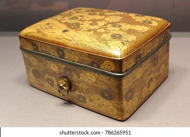 Cosmetic box (Tebako) ,lacquered wood and Maki-e.