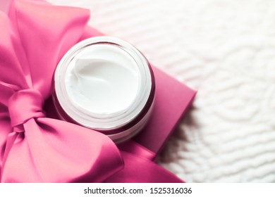 Cosmetic branding, moisturizing emulsion and facial care concept - Luxury face cream for sensitive skin and pink holiday gift box, spa cosmetics and natural skincare beauty brand product
