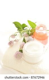 Cosmetic moisturizer and towel with Pretty Globe amaranth