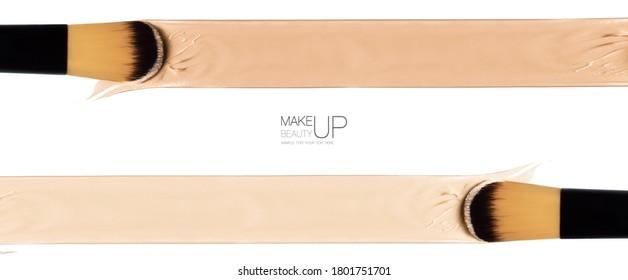 Pancarta panorámica de cosmetología con pantallazos de color de fundación líquida y pinceles de maquillaje sobre blanco con espacio central de copias
