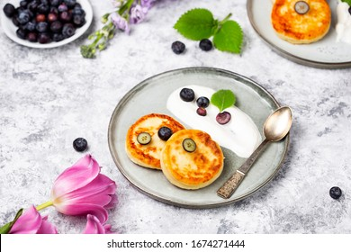 Cottage cheese pancakes with blueberries sour cream and mint
