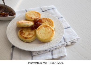 Cottage cheese pancakes, homemade traditional Ukrainian and Russian syrniki. Healthy Breakfast