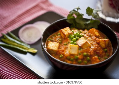 Cottage cheese with Peas in Indian Gravy