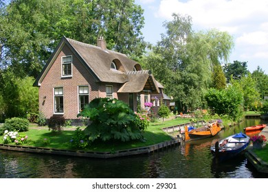 Cottage on the Canal