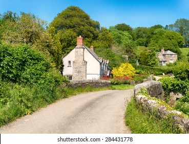 Cottages on a country lane at Couch's Mill near Lostwithiel in Cornwall