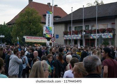Counter-demonstration against the appearance of Björn Höcke of the AFD in the Bürgrehalle Elsenfeld in Bavaria on 14.09.18 at 19:00 clock. Under the motto we are colorful and reject right-wing thinkin