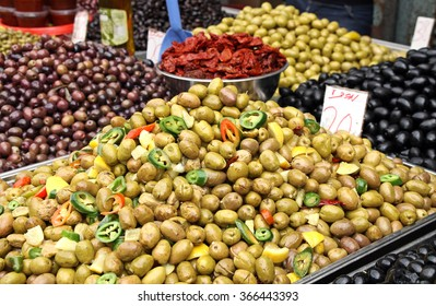 Countertop with different pickling olives on the market