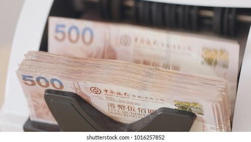 Counting dollars with electronic money counter machine