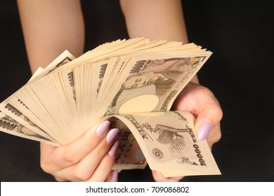 Counting japanese ten thousand yen bills