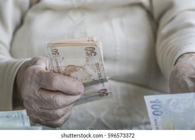 counting turkish lira