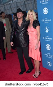 Country stars FAITH HILL & husband TIM McGRAW at the 43rd Annual Grammy Awards in Los Angeles.  21FEB2001.   Paul Smith/Featureflash