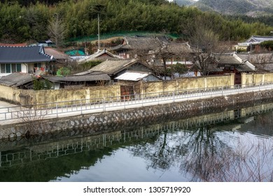 Countryside korean farm houses in Geumpyeong Reservoir Park and surrounding nature. Geumpyeong reservoir is located in Gimje, Jeollabukdo province, South Korea