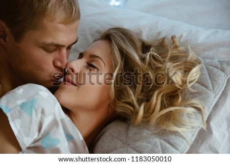 new-photo-of-naked-couple-on-bed-condom