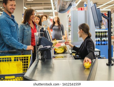Couple buying goods in a grocery store