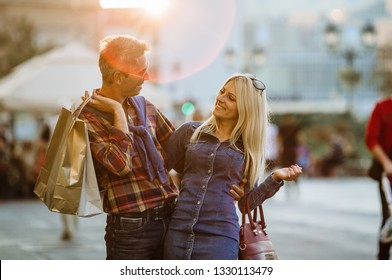 Couple in the city. Shopping time.