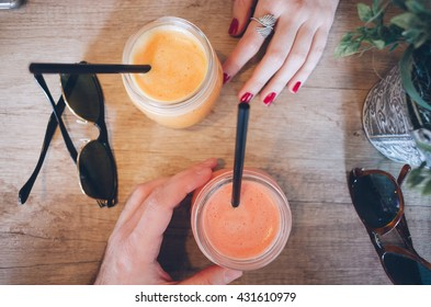 Couple in coffee shop drinking healthy juice