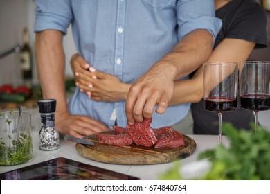 Kuchen Sie Fleisch zusammen.  Hobby Lifestyle-Konzept