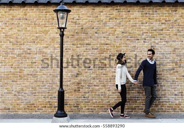 一緒に旅をする幸せと付き合うカップル
