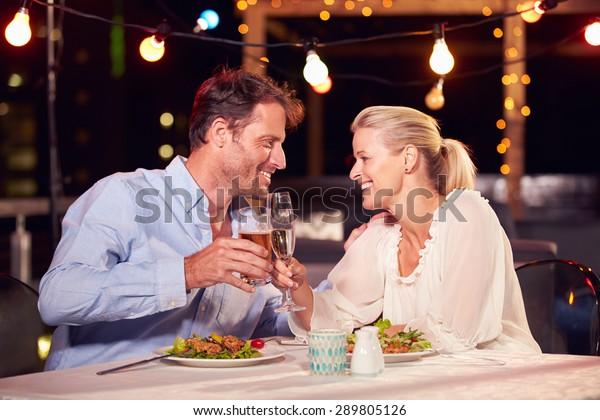 2人で夜ご飯を食べて屋上で勉強する人