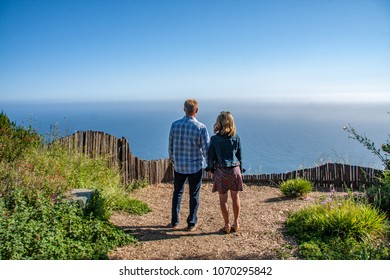 couple enjoys the view of the Pacific Ocean in Big Sur, California