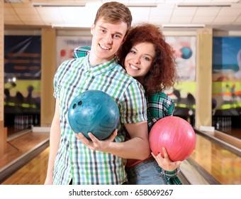 Couple having fun in bowling club