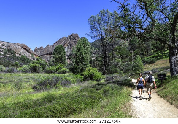 Deux randonnées dans le parc national Pinnacles à Monterey County, en Californie, près de la vallée de Salinas, sur la côte centrale de Californie
