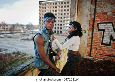 Couple of hip-hop afroamerican on undergraund