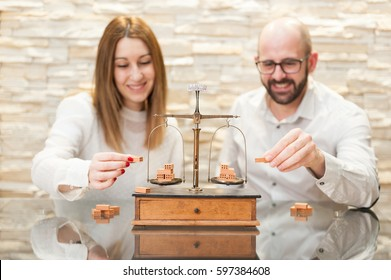 couple holding bricks simulating the equality between the two