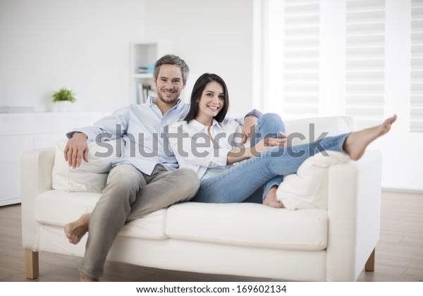 Couch zu Hause entspannen in Sofa