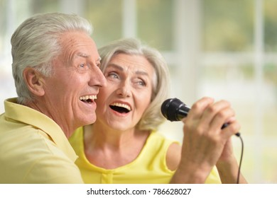 couple husband and wife singing songs