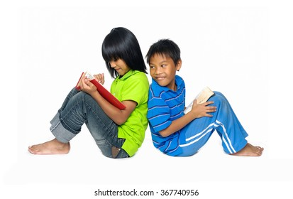 couple kids holding books- back to back