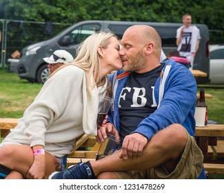 Couple kissing. Berzes strazdi Ligo festival. Catthorpe Manor Estate, Lilbourne Lane, Catthorpe. United Kingdom 15/06/2018