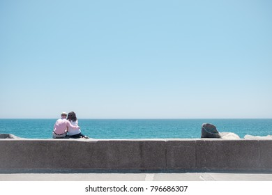 Couple looking at the horizon on a sunny day in viña del mar