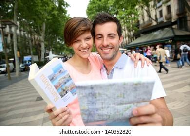 Couple looking at map in La Rambla de Barcelona