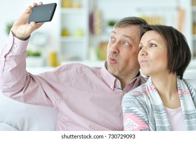 the couple makes selfie