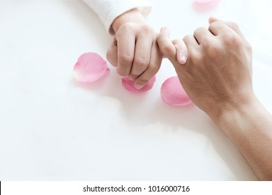 a couple making promise in Valentine's day