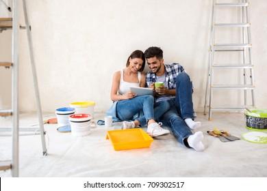 Paar verhuizen in nieuw renoveren huis, op zoek naar nieuw ontwerp voor thuis