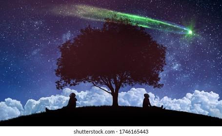 ein paar draußen, die die Sterne am Nachthimmel beobachten