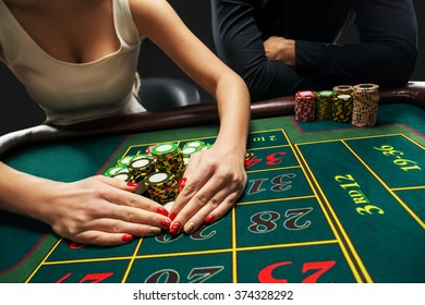 Couple playing roulette wins at the casino.
