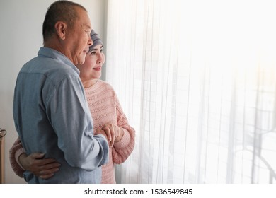 couple senior asian woman is chemotherapy and retirement man is encouragement