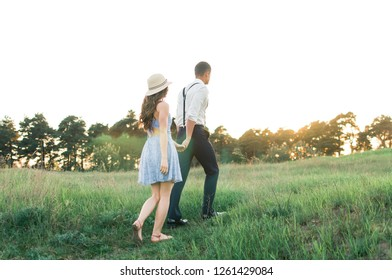 couple silhouette in sunset
