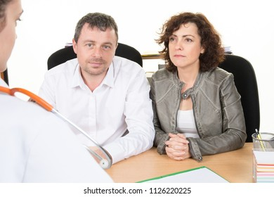 couple sitting in front of the doctor wait for the diagnosis of the disease
