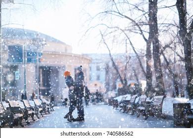 couple snowing city street