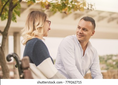 Couple talking outdoors in a park